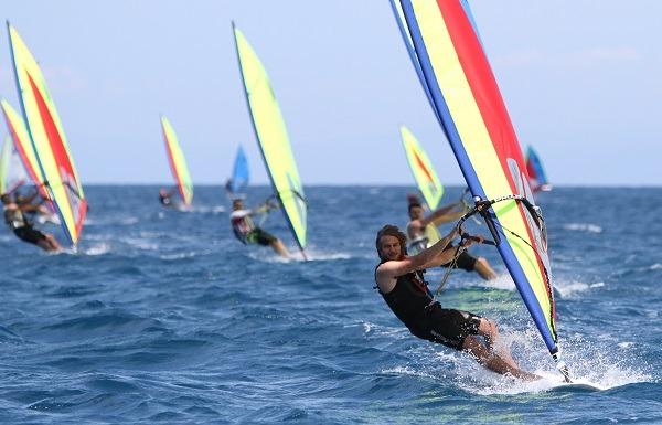 Mondello celebra 50 anni di windsurf con la regata nazionale