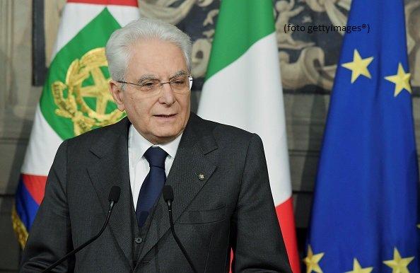 """Aut aut da Mattarella: """"Governo neutrale o rischiose elezioni"""""""