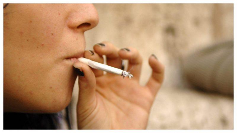Napoli, studentessa milanese fuma uno spinello e precipita dalla finestra