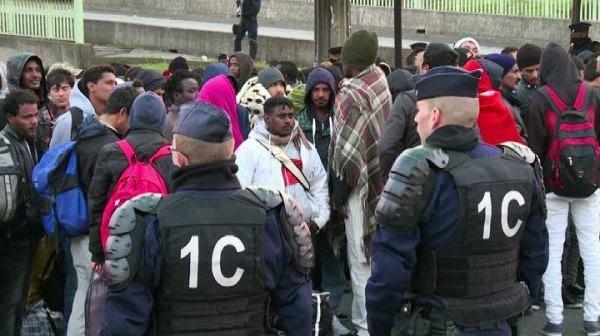 Parigi, sgomberato il più grande campo migranti