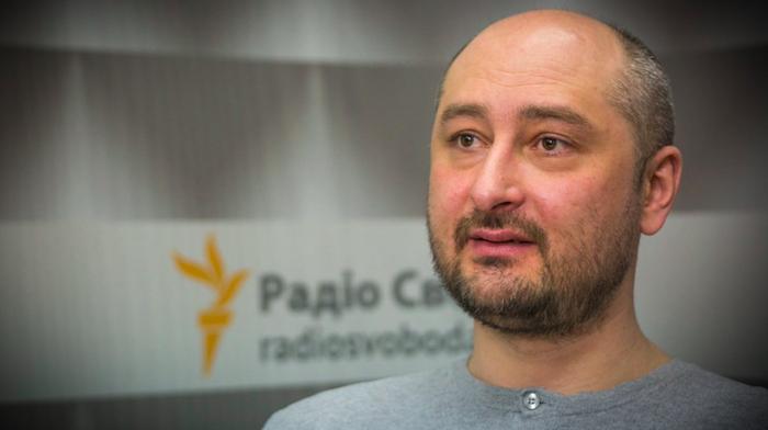 Russia, è vivo Arkadi Babchenko: presenzia alla conferenza di Kiev