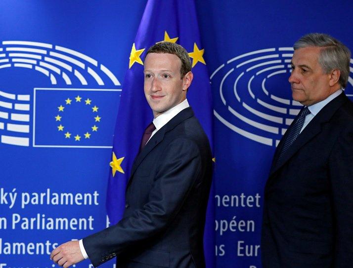 Zuckerberg va in scena 'compliant' a Bruxelles