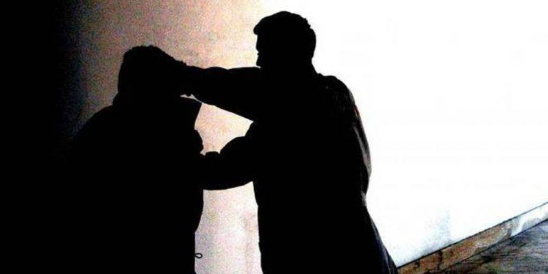 Cagliari, due minorenni picchiano il titolare di una pizzeria