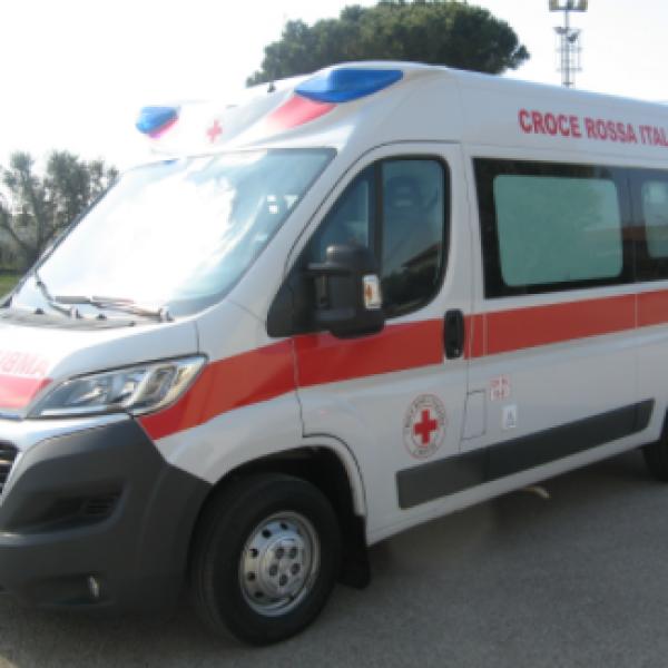 Salerno, 59enne muore schiacciato da un'auto