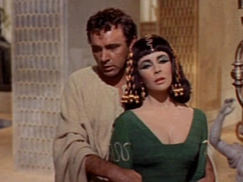 Invasi, gli ignoranti dietro i quiz: Antonio e Cleopatra sconfitti a… Anzio