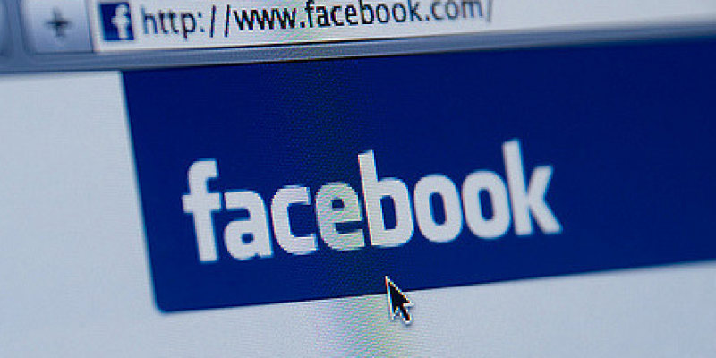 Facebook, arriva il tasto downvote per commenti offensivi