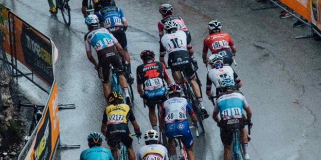 Torino, i No Tav attaccano il Giro d'Italia: olio e vetri sul percorso