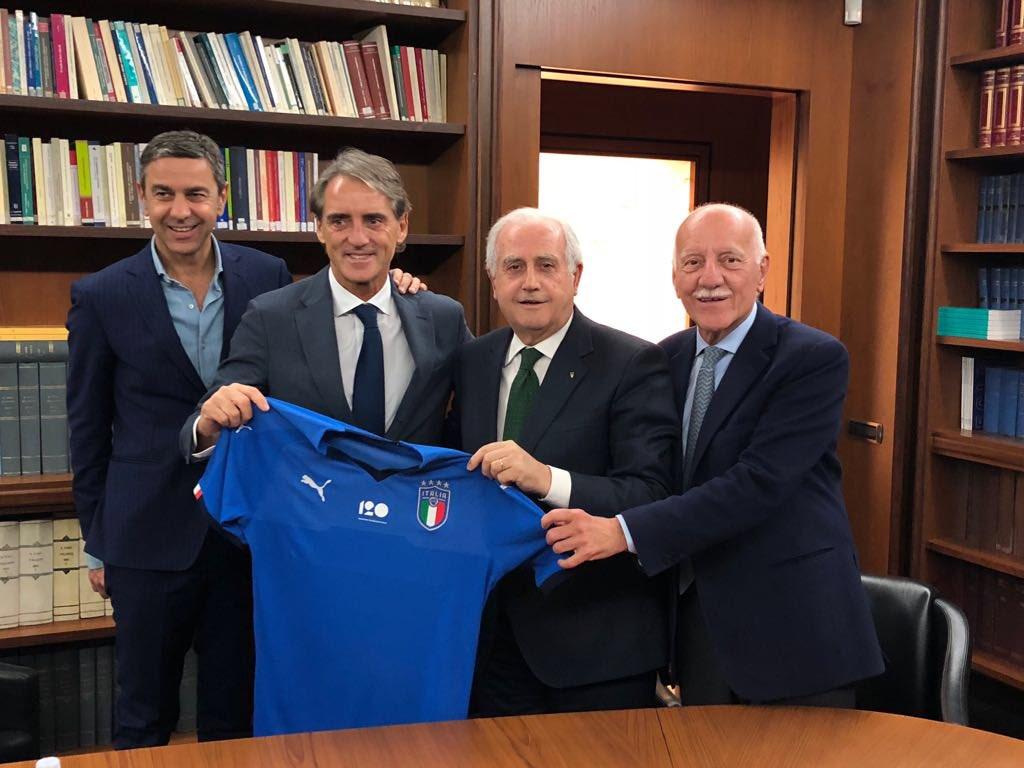 """Mancini si presenta: """"Qui per costruire. Chiamo Balo e parlo con Buffon"""""""