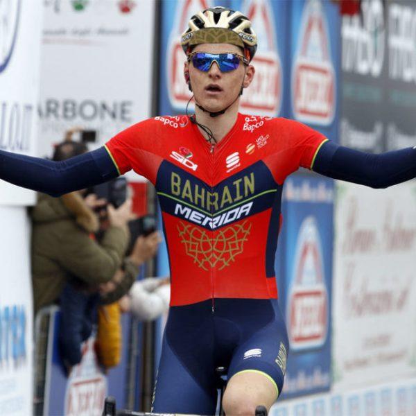 Giro d'Italia, lampo di Mohoric a Gualdo. Crisi Chaves