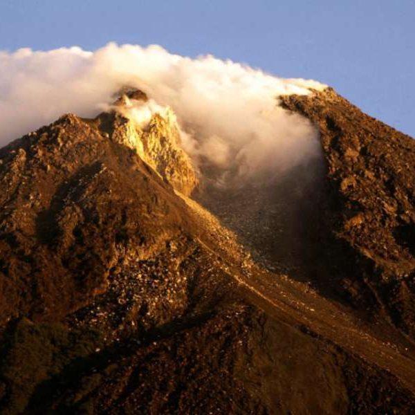 Indonesia, vulcano Merapi in eruzione: ordinata evacuazione