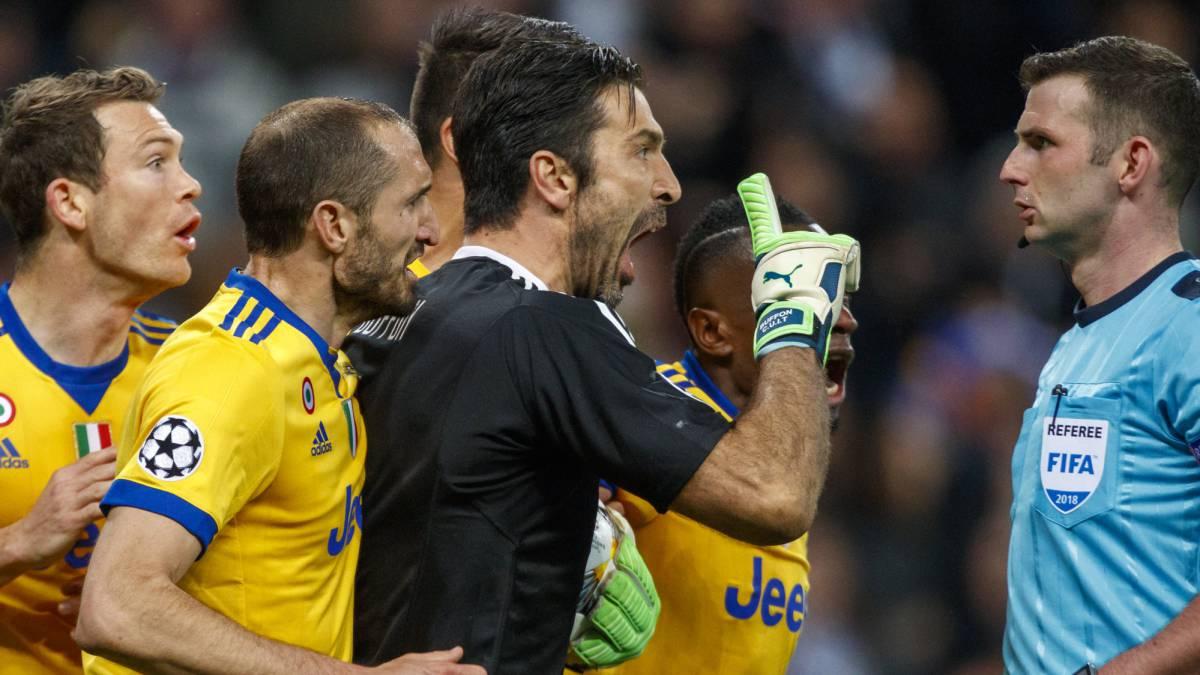 UEFA, tre giornate di squalifica in Champions League per Buffon