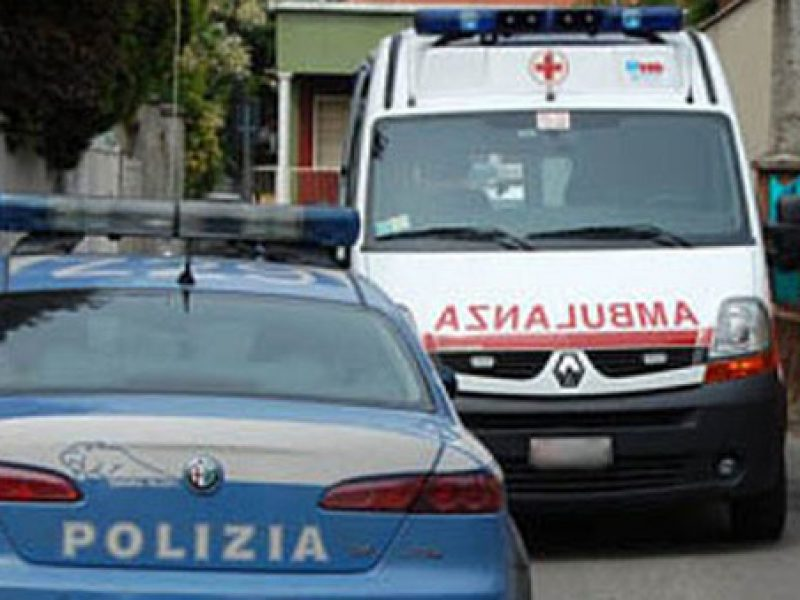 incidente a30, camion di carne si ribalta un morto e un ferito, incidente autostrada Caserta Salerno
