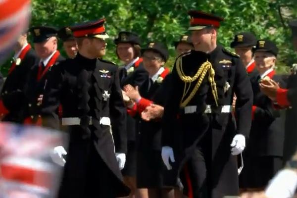 Matrimonio In Alta Uniforme Esercito : Il principe harry e meghan markle sono marito moglie
