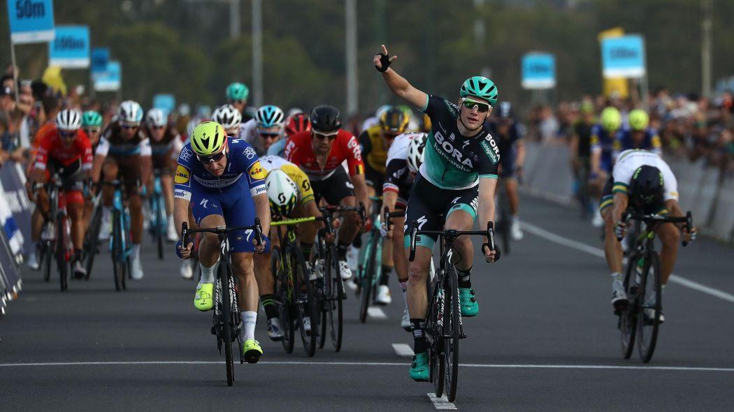 Giro d'Italia, a Imola sprint vincente di Bennett. Yates ancora in rosa