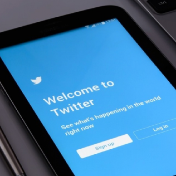 Fake news, Twitter 'contrassegna' i profili dei candidati Usa