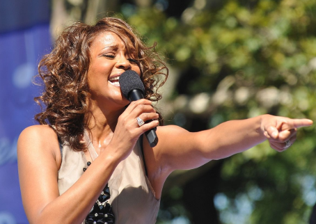 Whitney Houston subì abusi da parte della cugina