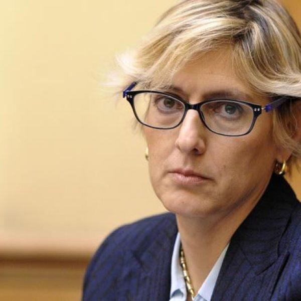 Ubriaco e seminudo molesta una donna, interviene ministro Bongiorno