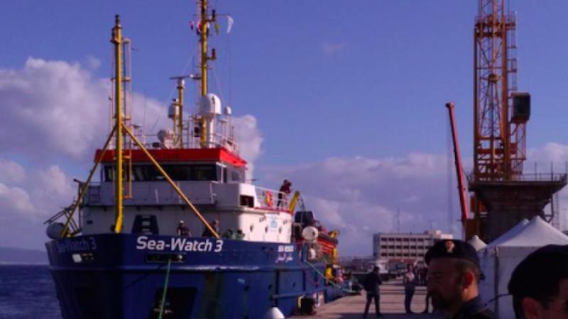 """Emergenza sbarchi, in Calabria la """"Sea Watch 3"""" con 232 migranti"""