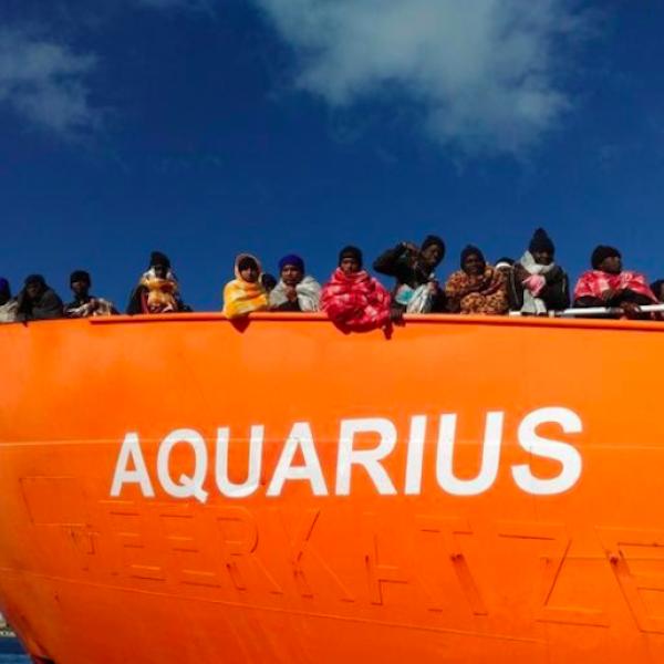 Aquarius, imperversa il maltempo: si ripiega sulla Sardegna