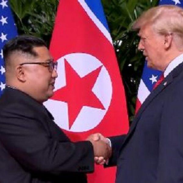 Storica stretta di mano Trump-Kim: sanzioni fino alla denuclearizzazione