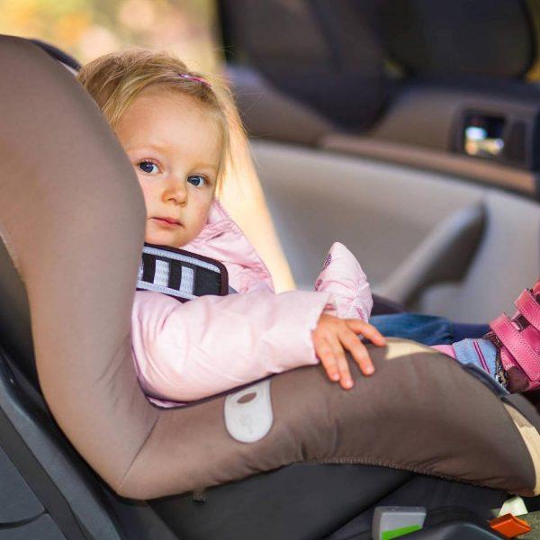 Bimbi in auto, come evitare di dimenticarli