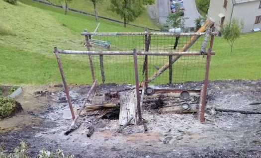 Choc in Valtellina: bruciati vivi perché abbaiavano