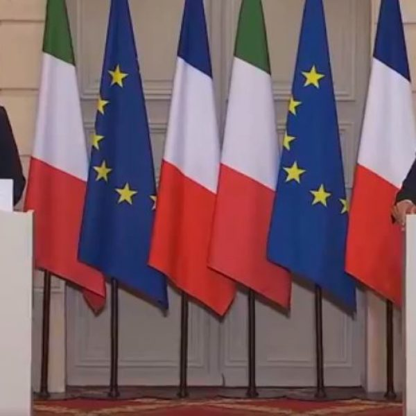 Conte a Parigi da Macron: