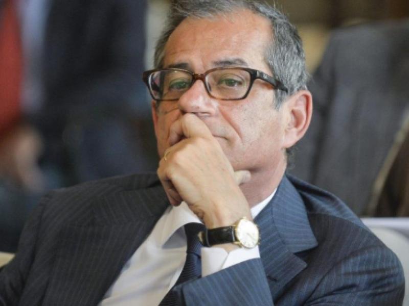 tria no manovra correttiva, debito pubblico italia, economia pil italia, da ecofin 5 miliardi di correzione per italia