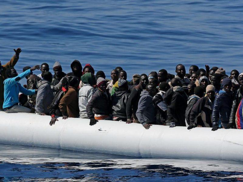 agrigento, migranti, profughi, immigrazione clandestina, egiziani arrestati, peschereccio traina migranti, libia