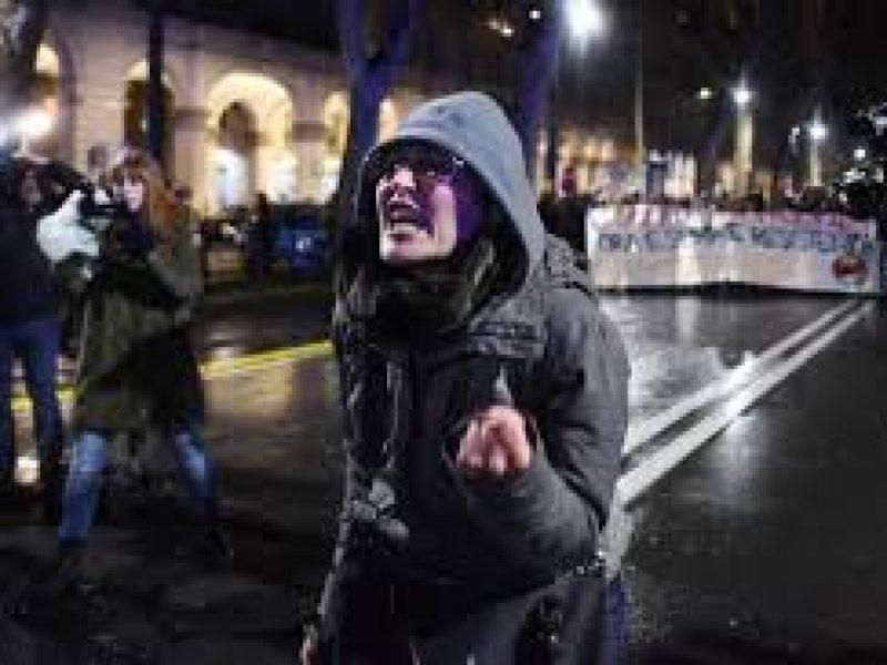 caso cassaro, licenziata maestra che insultò poliziotti durante scontri a torino, piemonte, cronaca, sindacati in difesa della maestra licenziata per insulti a poliziotti, corteo contro casa pound licenziata maestra che insultò poliziotti