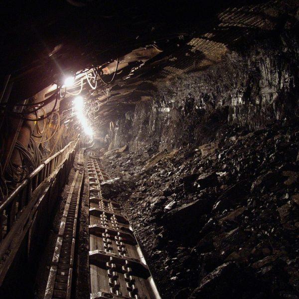 Cina, esplosione in una miniera: 11 morti e 2 dispersi