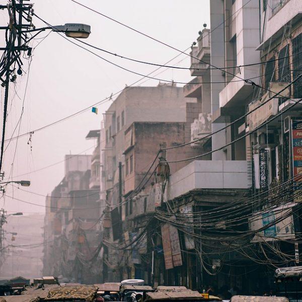 India, cade un piccolo aereo a Mumbai: 5 morti