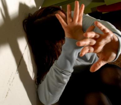 Adescata sui social e stuprata a Milano, arrestati 4 giovani