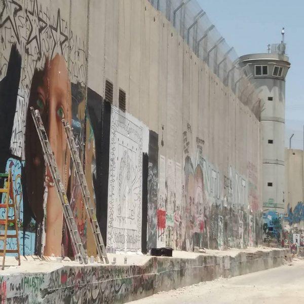attivista palestinese Ahed Tamimi tornata libera, writers italiani fermati a betlemme per murales omaggio a ahed tamimi, farnesina, ilcaso dei due writers italiani arrestati a betlemme, jorit