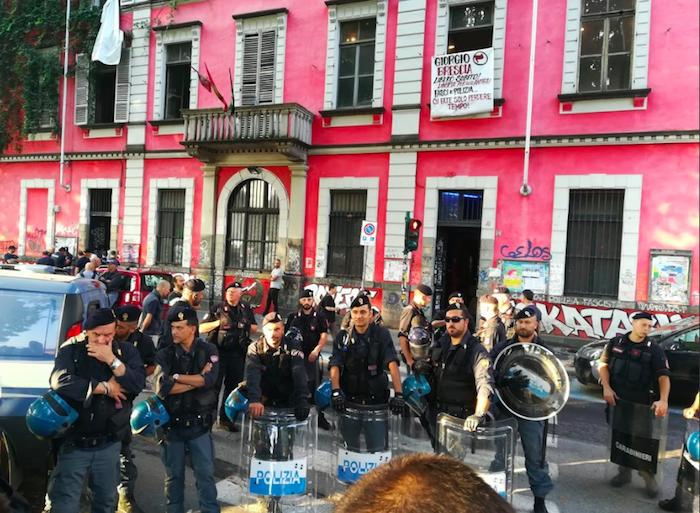 Torino, blitz al centro sociale Askatasuna: 19 misure cautelari