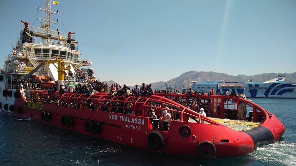 Viminale blocca nave italiana, è scontro istituzionale