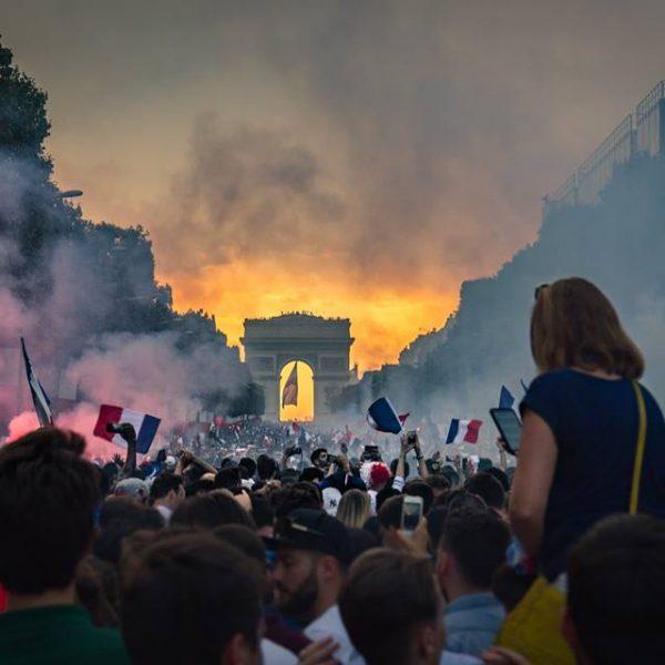 Mondiali, disordini a Parigi: Champs Elysées evacuati