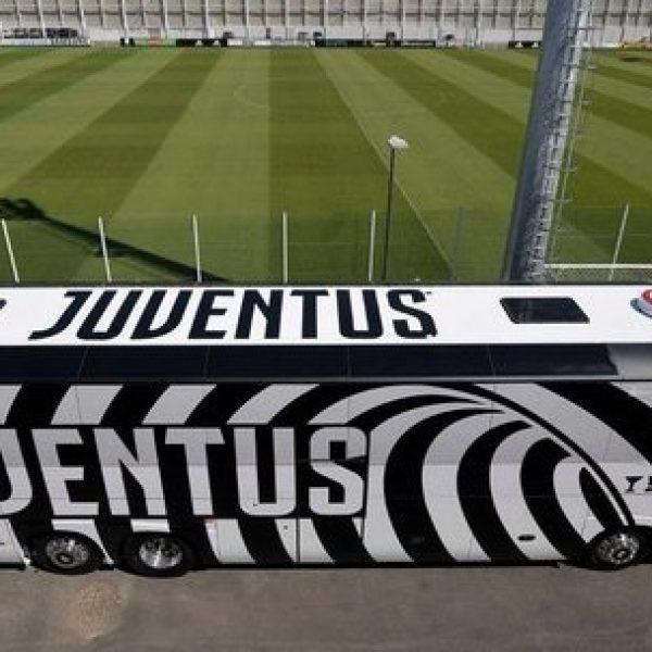 La Juventus viaggia su un pullman disegnato da Lapo