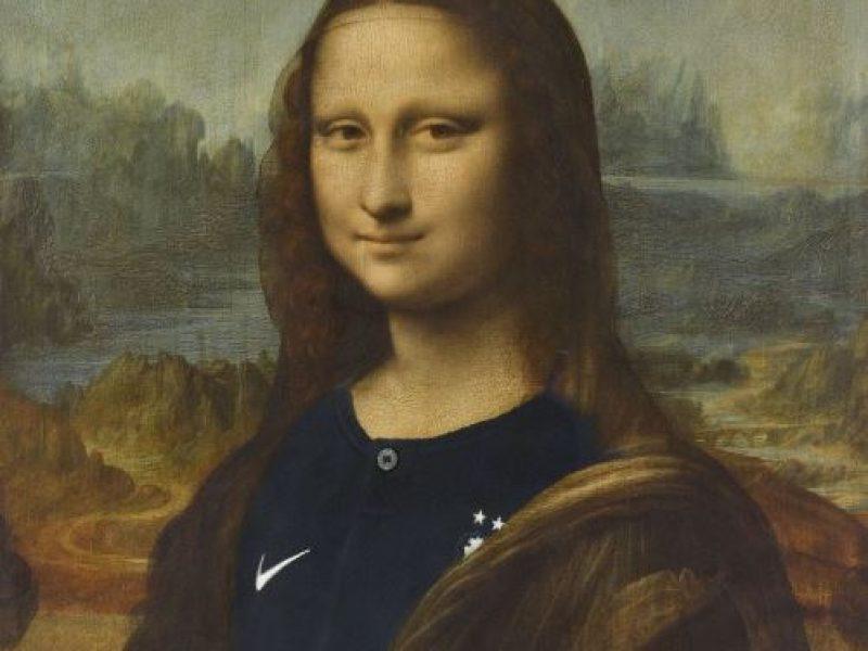 Louvre veste Gioconda con la maglia della nazionale
