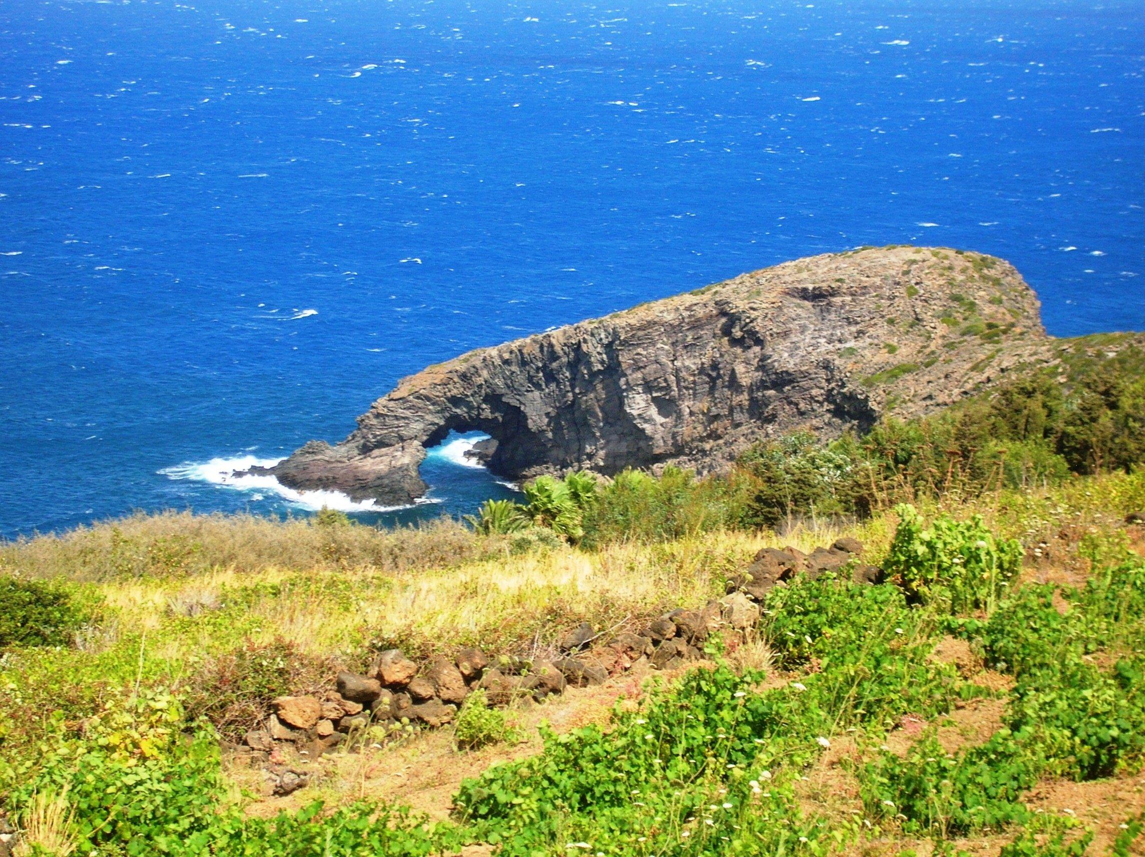 Ue, Pantelleria pioniera per la transizione verso l'energia pulita