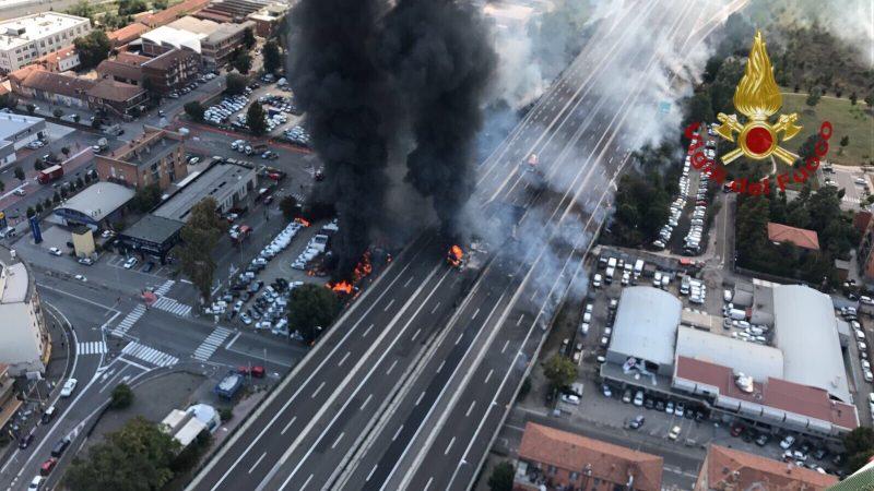 "Incendio Bologna, i testimoni: ""Sembrava l'Apocalisse"""
