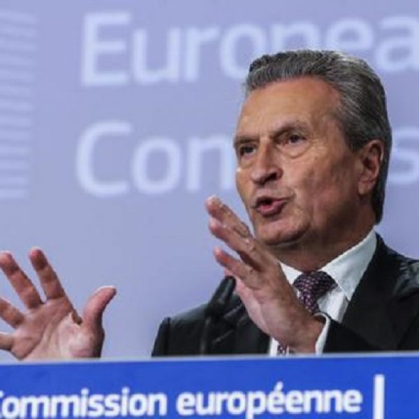 "Conti pubblici, Oettinger: ""All'Ue serve un'Italia stabile"""
