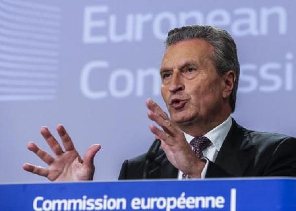 """Oettinger: """"Penalità a Italia se non versa contributi"""""""