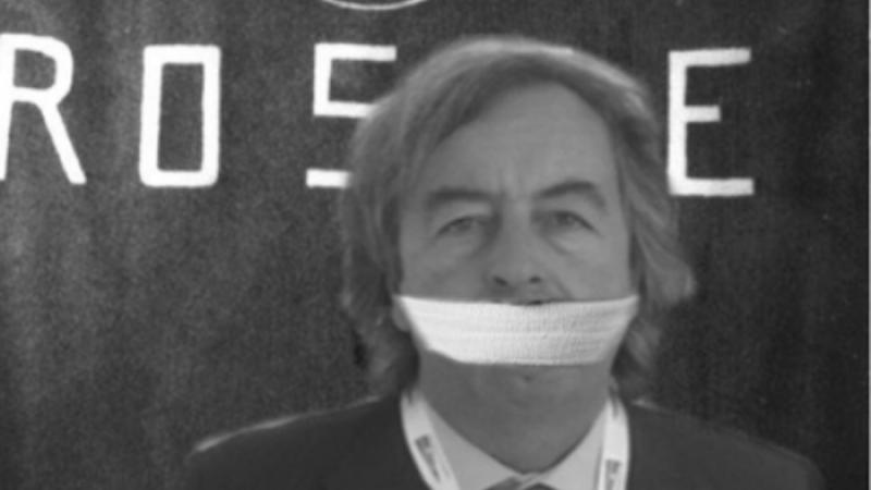 """Vaccini, tweet choc contro Burioni. Il Pd: """"Attacchi indegni"""""""