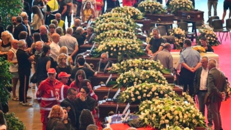 Genova, i funerali di Stato. Mattarella: