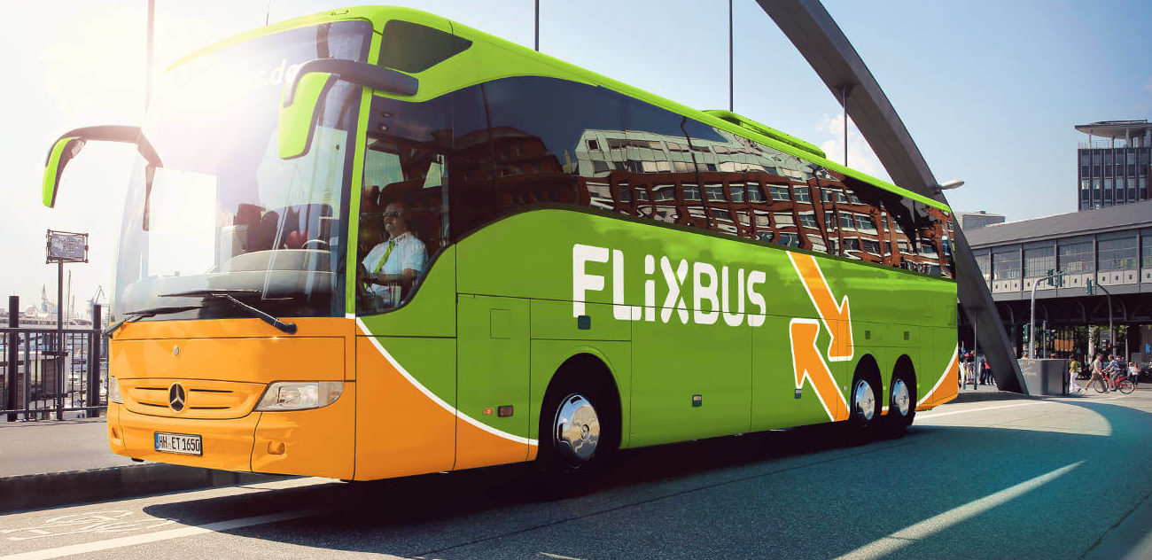 Una donna partorisce su un Flixbus, per la bimba viaggi gratis fino a 18 anni