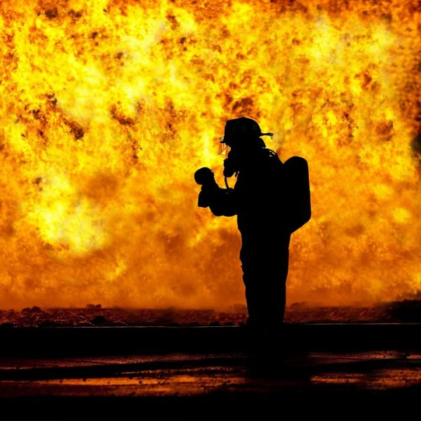 Cina, incendio in un hotel pieno di turisti: almeno 18 morti