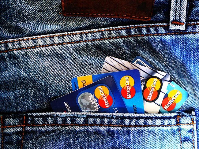 accordo google mastercard, google compra da mastercard dati di 2 miliardi di consumatori, google traccia acquisti offline fatti con mastercard