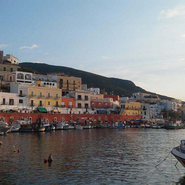 Ponza d'autunno, una destinazione ideale tra mare e cultura