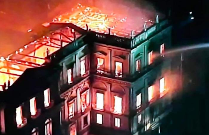 """Brasile, il Museo Nazionale di Rio va a fuoco: """"Giorno triste"""""""